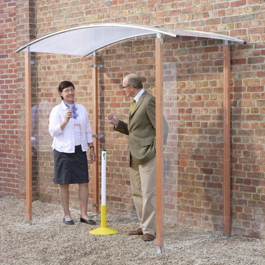 Marquesina para Fumadores tejadillo con 2 paredes de plexiglás