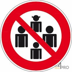 Señal prohibido a las concentraciones de personas